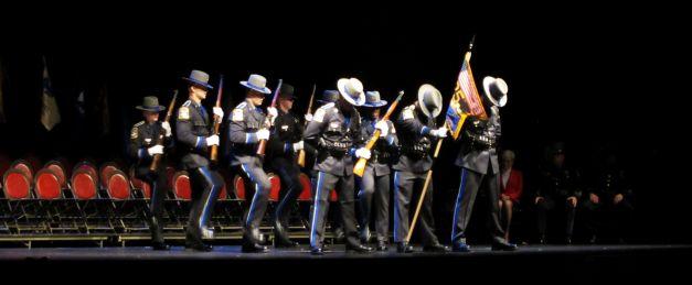 Bizonyára sok olvasó emlékszik a Police Academy című sikeres filmsorozatra. Abban a szerencsében volt részem, hogy a Connecticut-i Egyetemen részt vehettem a Connecticut State Police (Állami Rendőrség) 125. ünnepi rendőravatásán. Helyszíni tudósítás.