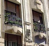 Az emlegetett erkély. A felvétel a ház renoválása után készült 2014-ben.