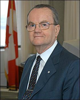 Fellegi Iván, a Kanadai Statisztikai Hivatal elnöke hivatalában.