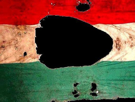 A jelképpé vált lyukas zászló. A kép forrása: internet
